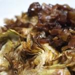 Crujiente de alcachofas con bacon tostado
