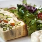 Pastel de verduras con mayonesa suave
